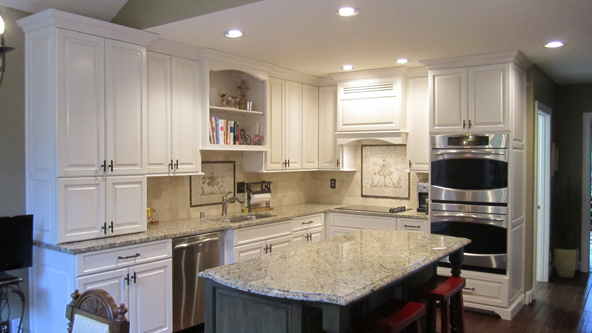 Traditional kitchen white simple mike 39 s woodworking for Traditional kitchen meaning